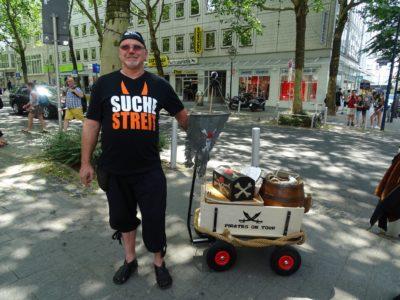 Suche Streit Bollerwagen (© Daniela Wakonigg)