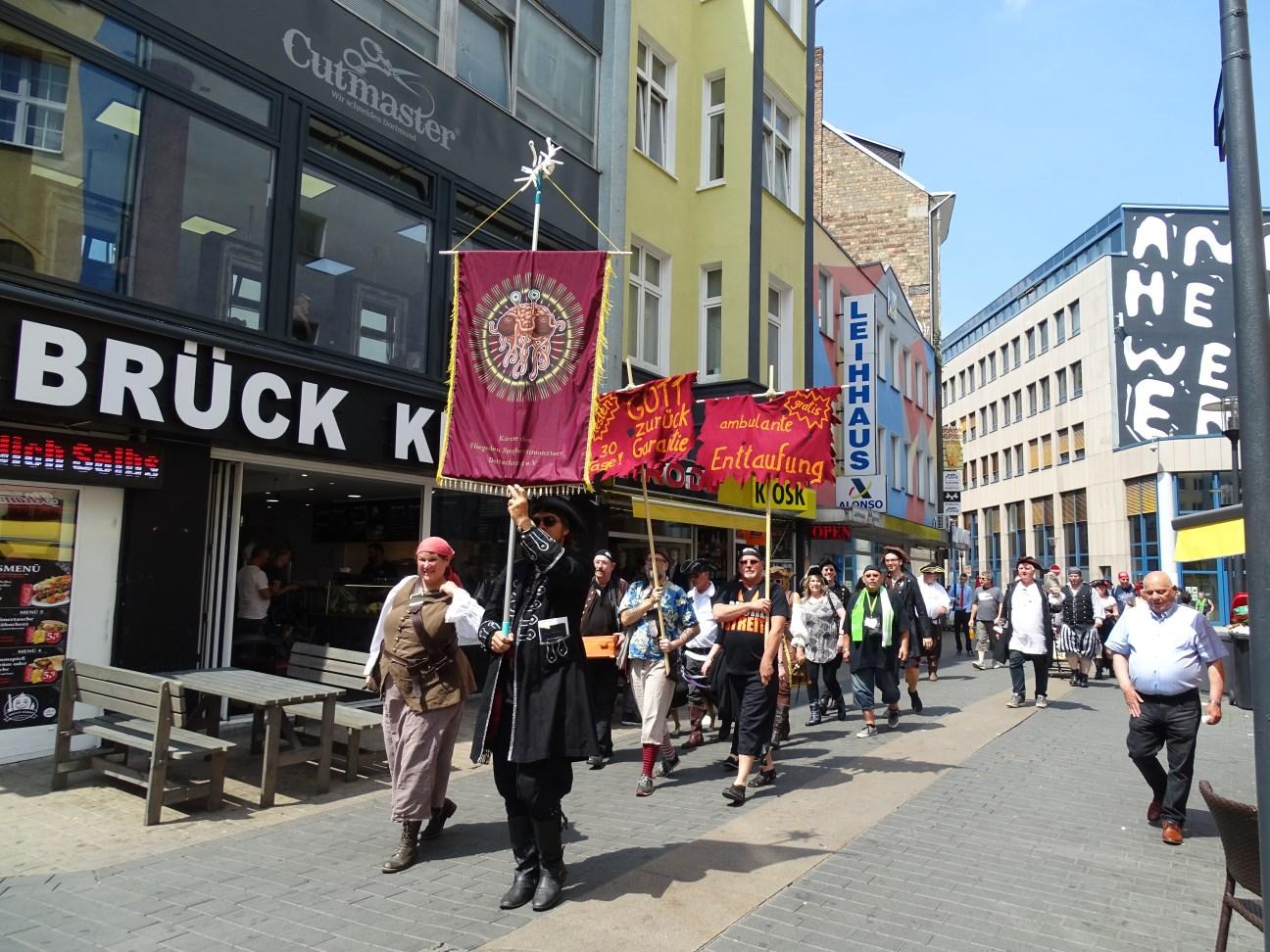 Aufbruch der Prozession (© Daniela Wakonigg)